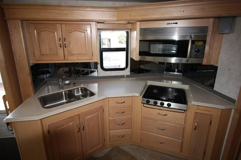 2005 National RV Dolphin LX 6375LX Workhorse