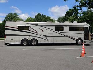 2002 Country Coach Magna Resort