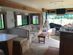 1999 Newmar Mountain Aire F550