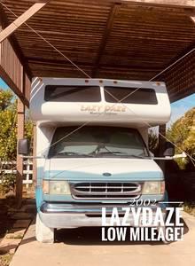 2002 Lazy Daze  23.5' Twin King