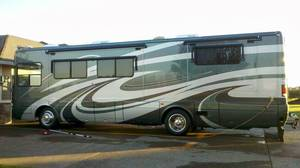 2005 National RV Tropical T351