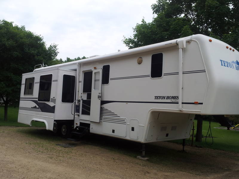 2001 teton homes expedition windriver xt3 5th wheels rv for sale by owner in prior lake. Black Bedroom Furniture Sets. Home Design Ideas