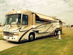 2001 Country Coach Affinity Bed & Breakfast