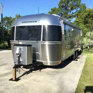 2017 Airstream flying cloud 26U Twin