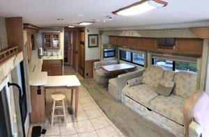 2005 Winnebago Adventurer 35A Workhorse Engine