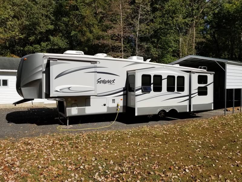 2012 Forest River Cedar Creek Silverback 35QB4