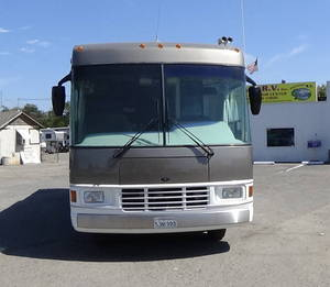 1998 National RV Dolphin 5330