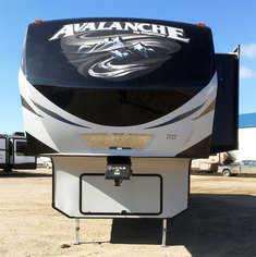 2015 Keystone Avalanche 331 RE