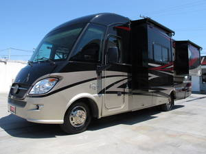 2012 Winnebago Reyo 25Q w/2 Slides