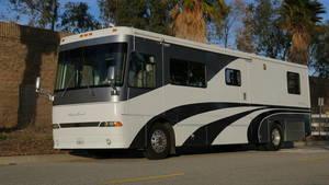 2000 Western RV Alpine Coach M-36FDS (330hp) Limited Edition