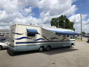 1998 National RV Dolphin 5360