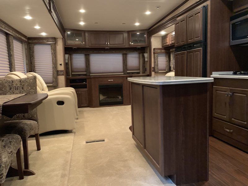 2011 Carriage Carri-Lite 36SBQ