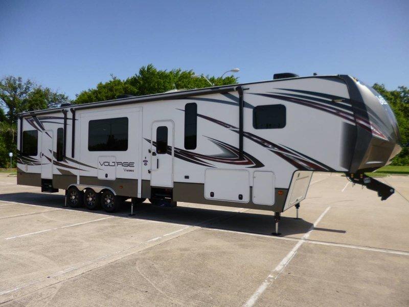 2015 Dutchmen Voltage 4000 for sale - Murphy, TX