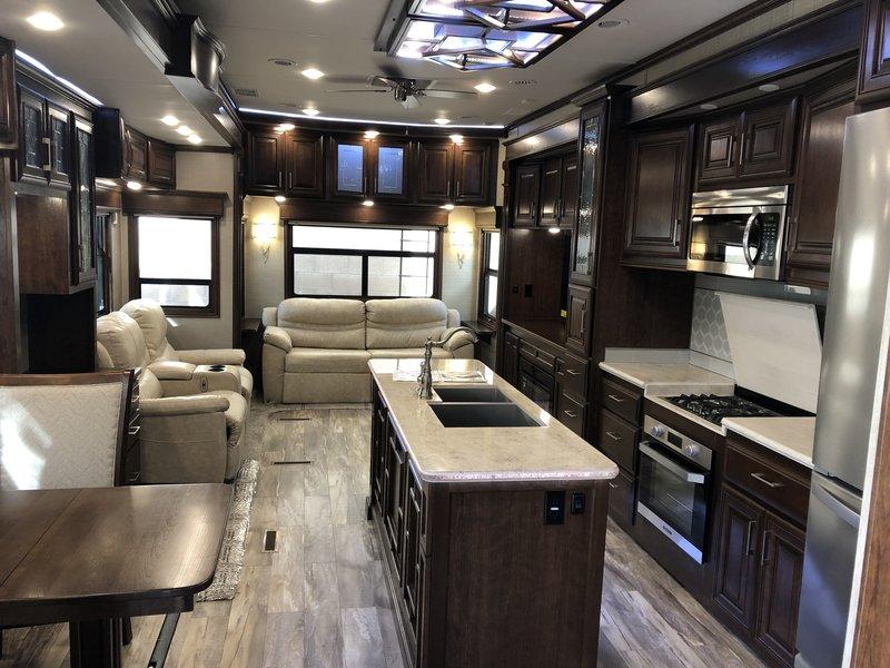 2018 DRV Mobile Suites 44 Houston Elite