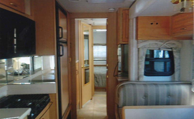 2003 National RV Dolphin