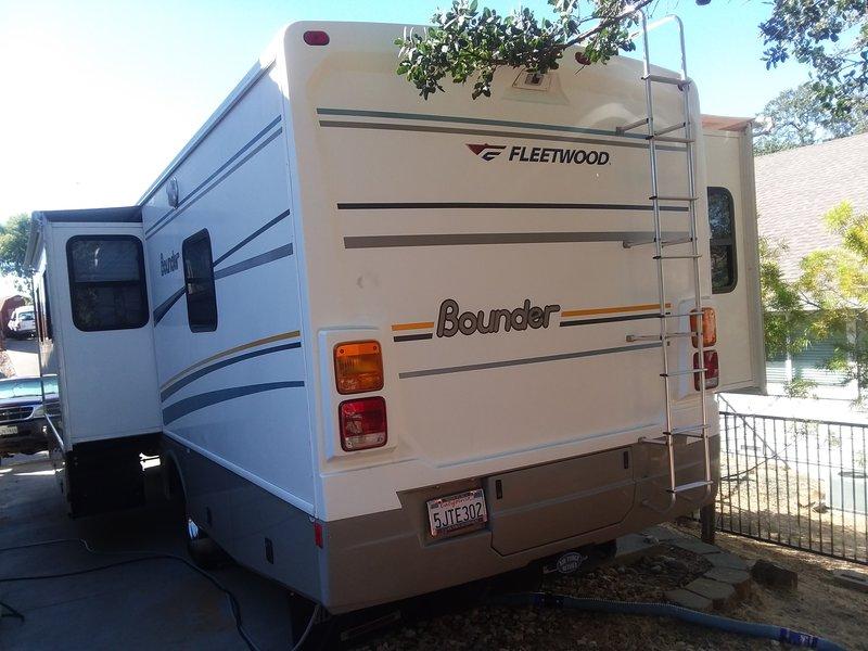 2004 Fleetwood Bounder Workhorse 32W