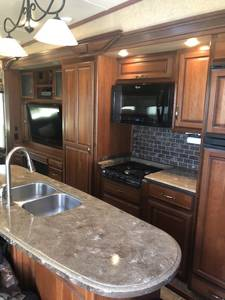 2012 Redwood RV  Thor