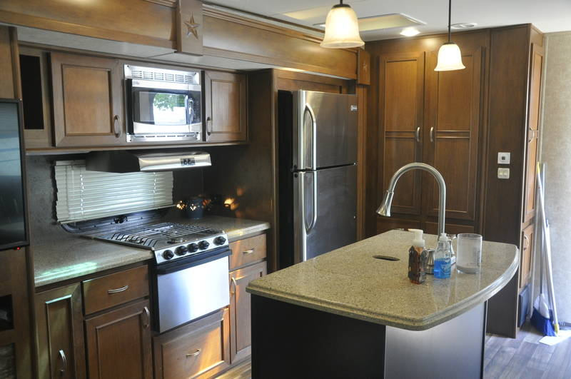 2017 Highland Ridge RV Roamer 323RLS