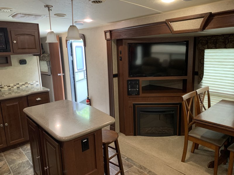 2015 Forest River Rockwood Signature Ultra Lite RLT8329SS