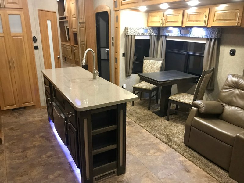 2017 Augusta Rv Ambition 5th Wheels Rv For Sale By Owner