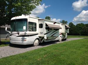 2005 National RV Tropical M396