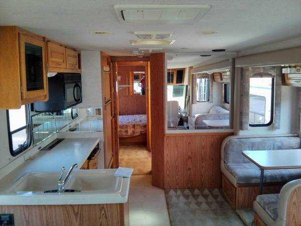 2000 National RV Sea View 8341