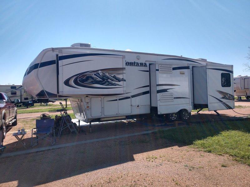 2010 Keystone Montana Hickory 3400 rl
