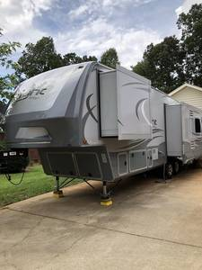 2017 Highland Ridge RV Light 318RLS