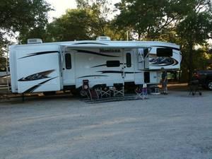 2011 Keystone Montana Hickory 3750FL