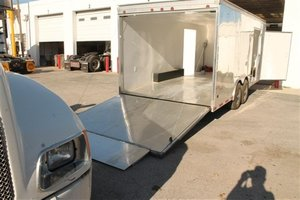 Enclosed car hauling trailer