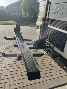 1000 CH RV hydraulic motorcycle carrier for a diesel